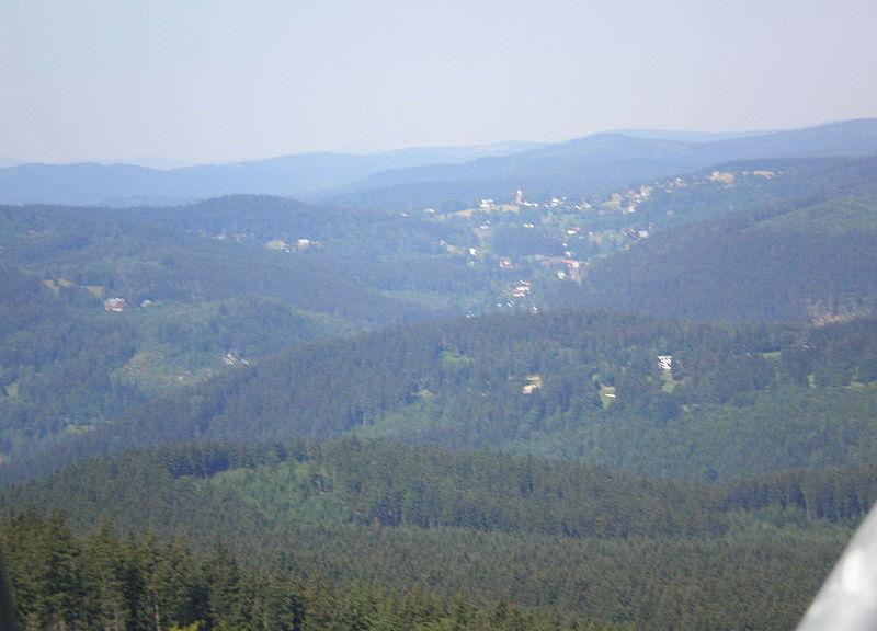 800px-Harrachov_-_panorama_z_wyciągu_001, fot. Wikipedia, autor Krzysiu Jarzyna Szymański